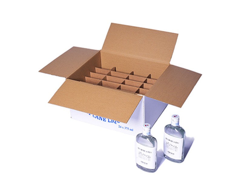 RSC box with cardboard separators